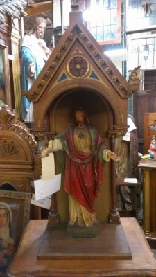 Carved niche with seperate Jesus Sacred Heart statue