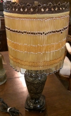 14F02 BEADED LAMP SHADE AND LAMP