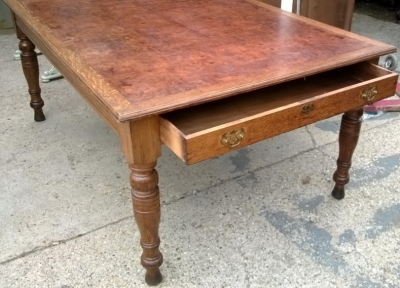 14F06009 LARGE BRITTISH BURLED TOP TABLE WITH DRAWERS (5).jpg