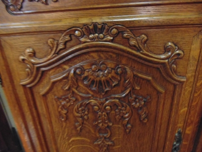 14B15011 MEDIUM 4 DOOR COUNTRY FRENCH CABINET  (3)