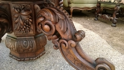 14F06018 LARGE CARVED PEDESTAL BASE OVAL TABLE  (4).jpg