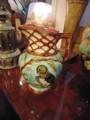 14B15017 MAJOLICA PARROT PITCHER  (1)
