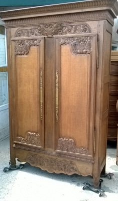 14F06047 LIGHT FRENCH OAK LOUIS XV WEDDING ARMOIRE  (1).jpg
