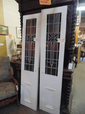 14B15023 PAIR OF STAINED GLASS SIDELIGHTS (1)