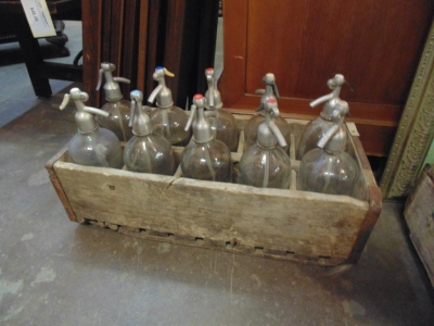 14B15042 CRATE WITH 10 SELTZER BOTTLES
