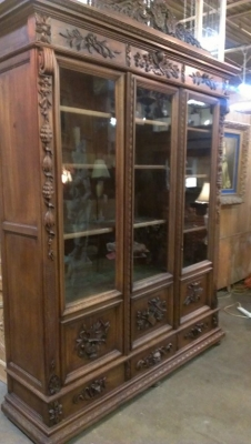 14G10 THREE DOOR CARVED BOOKCASE TURN OF THE CENTURY (2).jpg