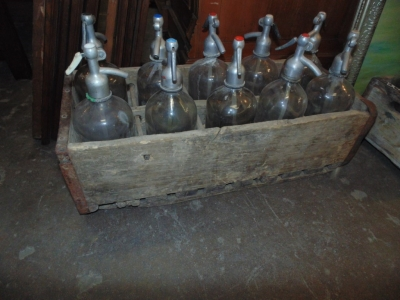 14B15046 CRATE WITH 10 SELTZER BOTTLES