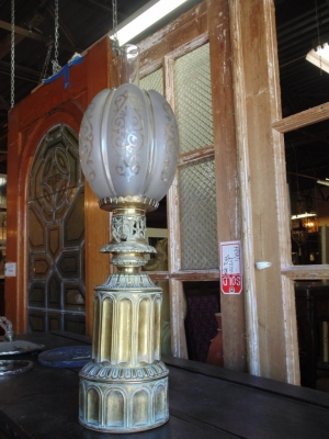14B15052 BRASS OIL LANTERN WITH GOTHIC DETAIL  (2)