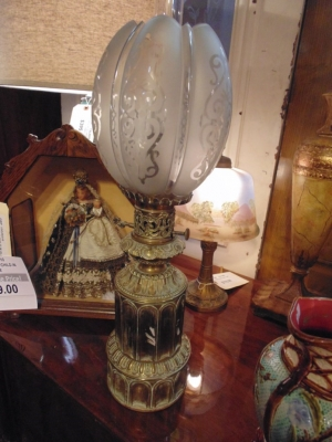 14B15052 BRASS OIL LANTERN WITH GOTHIC DETAIL  (3)