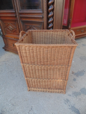14B15053 TALL SQUARE WICKER BASKET  (2)