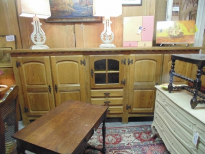 14B15057 VERY LONG RUSTIC CABINET  (4)