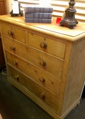 14G28 PINE CHEST OF DRAWERS