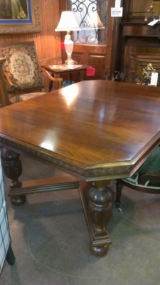 14G21 1930\'S DINING TABLE