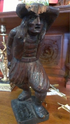 14G21 CARVED STATUE OF MAN