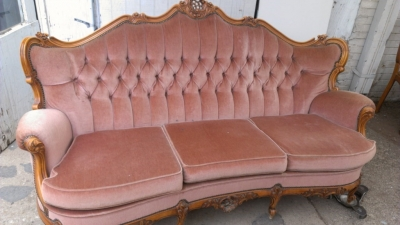 14G27 MAUVE FRENCH SOFA