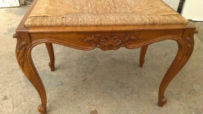 14G27 RUSH SEAT COUNTRY FRENCH STOOL
