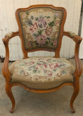14G27 NEEDLEPOINT FRENCH CHAIR