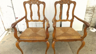 14G27 PAIR COUNTRY FRENCH RUSH SEAT CHAIRS