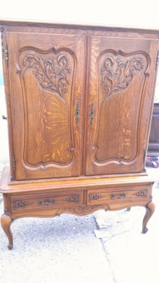 14G27 COUNTRY FRENCH TALL CABINET