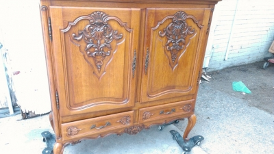 14G27 SMALL COUNTRY FRENCH BLIND CHINA CABINET