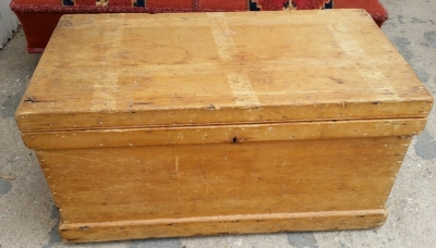 14G28645  PINE DOVETAILED TRUNK