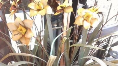 14H11 FLOWERS METAL