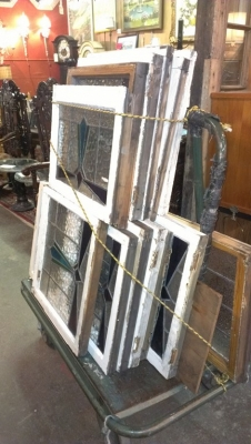 14H11 LARGE LOT OF WINDOWS