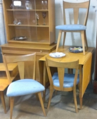 14H11 HEYWOOD WAKEFIELD DINING SUITE 4 CHAIRS, TABLE, LEAVES, CHINA CABINET