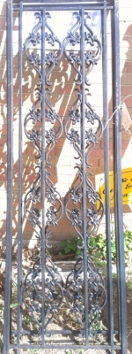 14H SET OF IRON PANELS FENCE