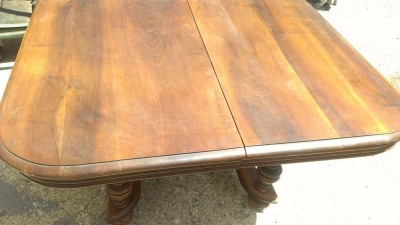 14H HENRI II TABLE
