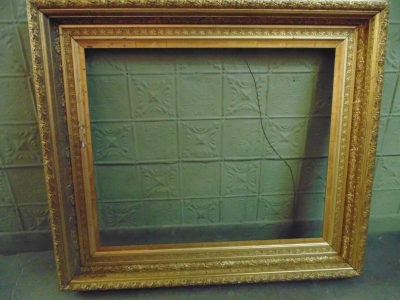 13L09204 LARGE ORNATE FRAME (1)