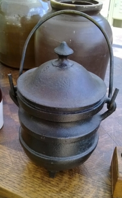 iron pot with lid