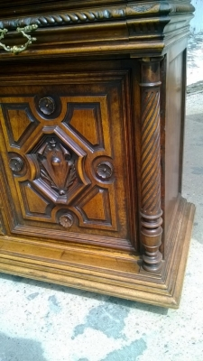 14I16036 CARVED GOTHIC HUNTBOARD  (4).jpg