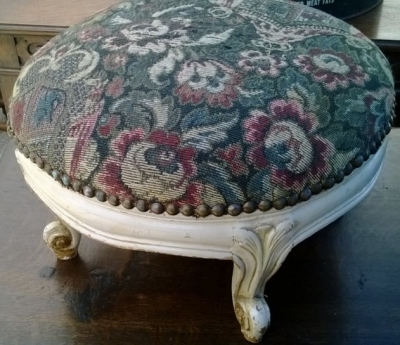 14I16060 SMALL PAINTED LOUIS XV FOOT STOOL (1).jpg