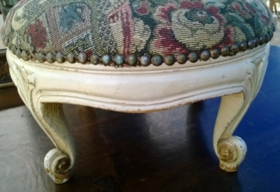 14I16060 SMALL PAINTED LOUIS XV FOOT STOOL (2).jpg