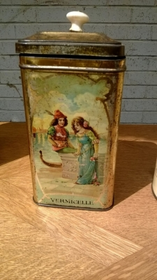14I16 COLLECTIBLE TIN  (2).jpg