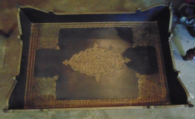 14C10630 TRAY WITH BRASS FROM INDIA (1)