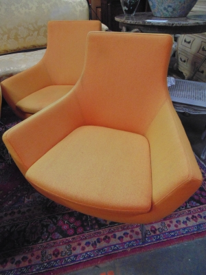 14C10632A AND B PAIRS MIDCENTURY MODERN TANGERINE CHAIRS (1)