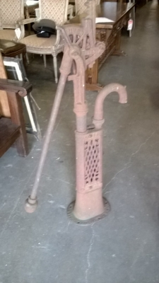 14I29129 VINTAGE CAST IRON PUMP.jpg