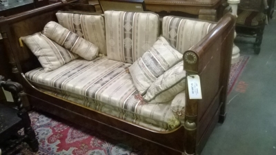 14I29220 EARLY 19TH CENTURY FRENCH DAY BED (1).jpg
