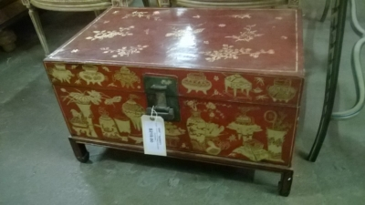 14I29311 RED AND GOLD CHINESE BOX ON STAND.jpg