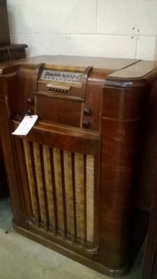 PHILCO RADIO PHONOGRAPH (1).jpg