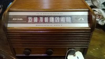 RCA VICTOR RADIO -WORKS! (2).jpg