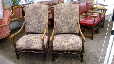 14J15017 PAIR OF MUTTON BONE ARM CHAIRS  (1).jpg