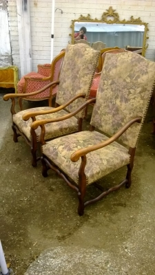 14J15017 PAIR OF MUTTON BONE ARM CHAIRS  (2).jpg