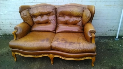 14J15024B LOUIS XV LEATHER WINGBACK SETTEE (1).jpg
