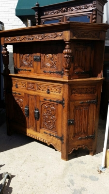 14J15007 CARVED OAK COURT CUPBOARD (1).jpg