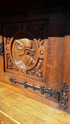 14J15007 CARVED OAK COURT CUPBOARD (2).jpg