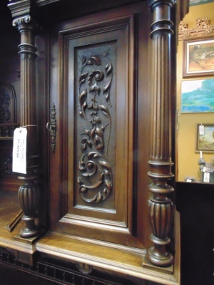 14C10202 LARGE CARVED HUNTCABINET  (3)