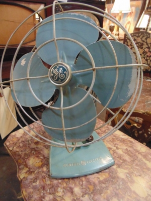 14C10602 ANTIQUE BLUE FAN (1)